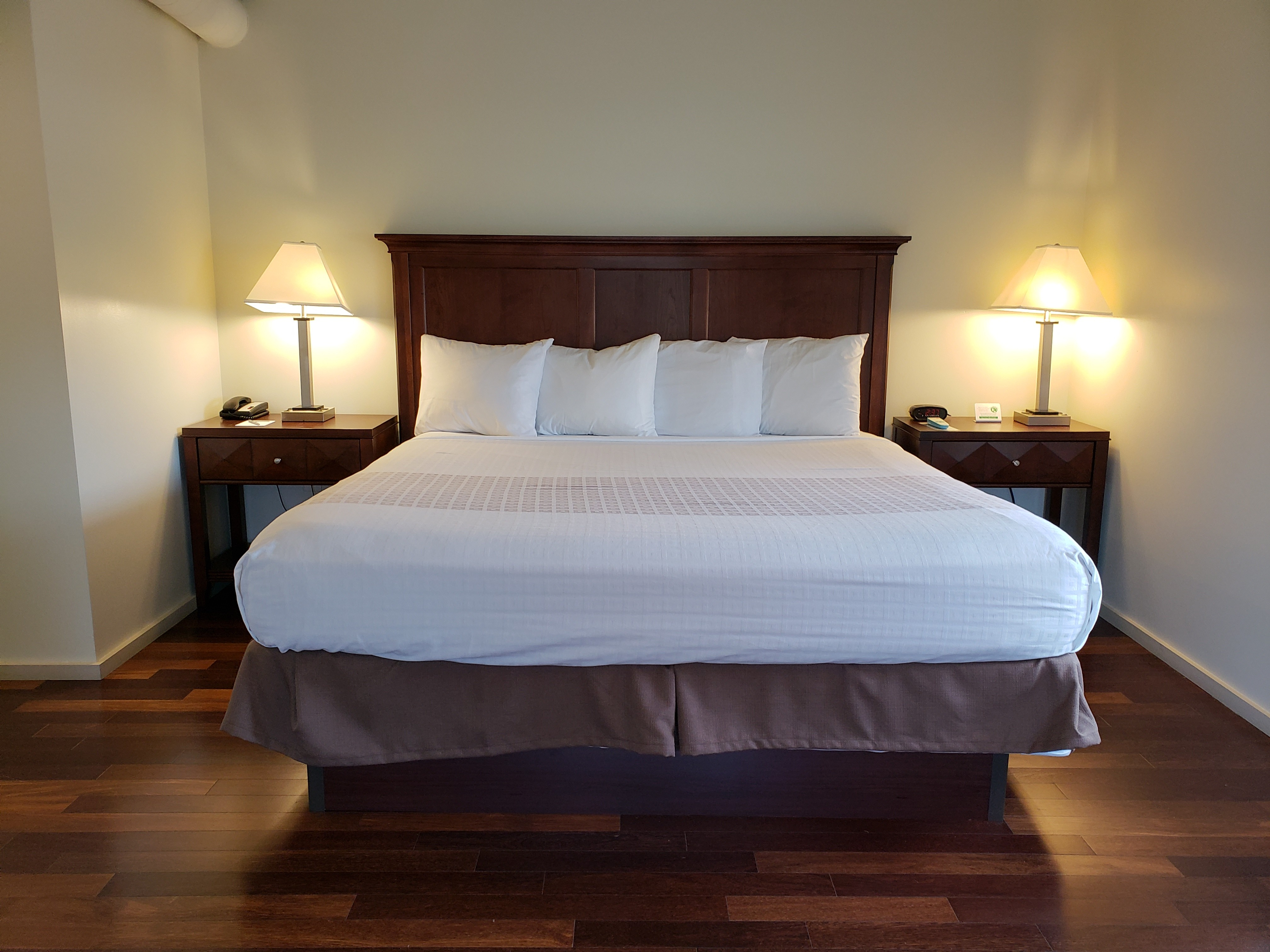 king sized bed with nightstands and lamps
